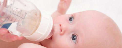 Biberon anticolica per neonato