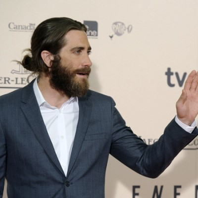 Jake Gyllenhaal man bun