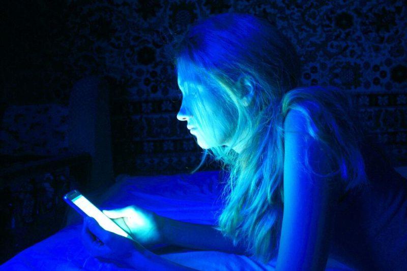 Luce blu invecchiamento pelle